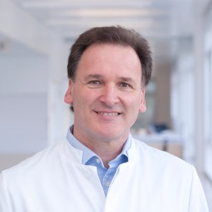 Specialist for Gynecologic Oncology and Breast Cancer Univ-Prof Dr Dr K. Rainer Kimmig - Portrait